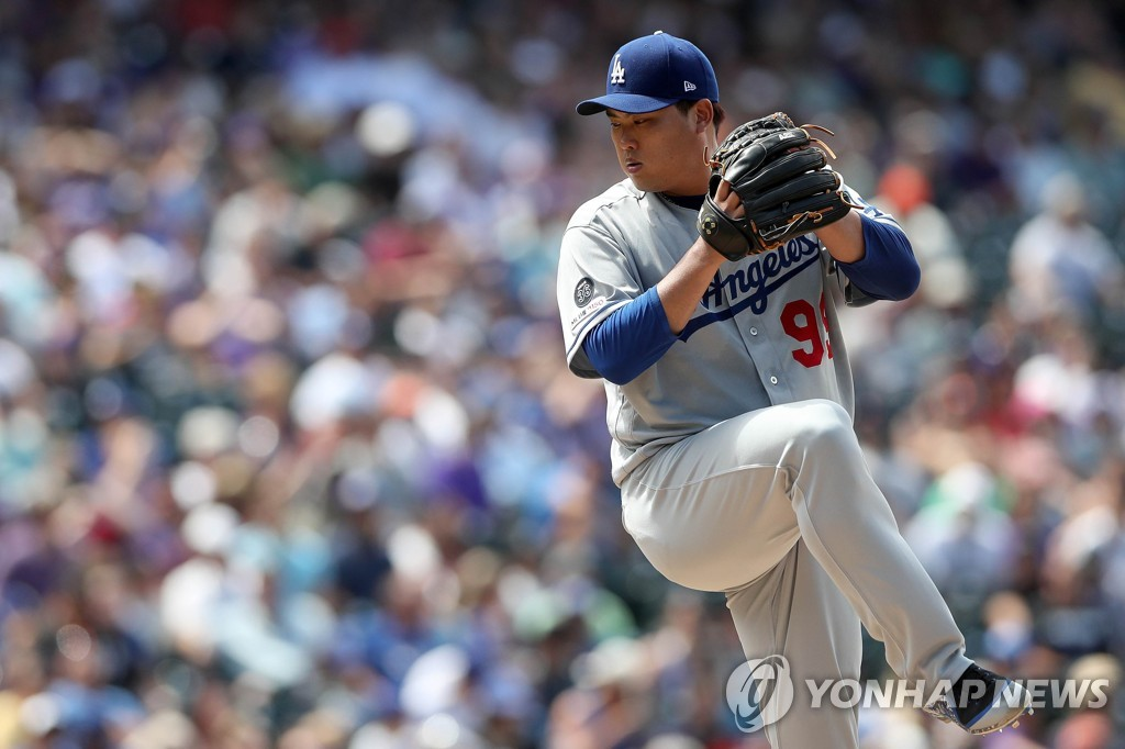 In this Getty Images file photo from July 31, 2019, Ryu Hyun-jin of the Los Angeles Dodgers throws a pitch against the Colorado Rockies during the bottom of the fifth inning of a Major League Baseball regular season game at Coors Field in Denver. (Yonhap)