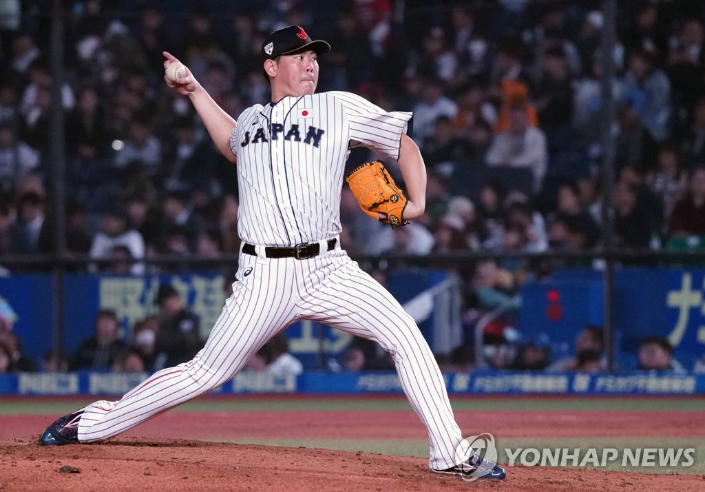 In this Penta Press file photo from Nov. 11, 2019, Shun Yamaguchi of Japan pitches against Australia in the Super Round of the World Baseball Softball Confederation (WBSC) Premier12 at ZOZO Marine Stadium in Chiba, Japan. (Yonhap)