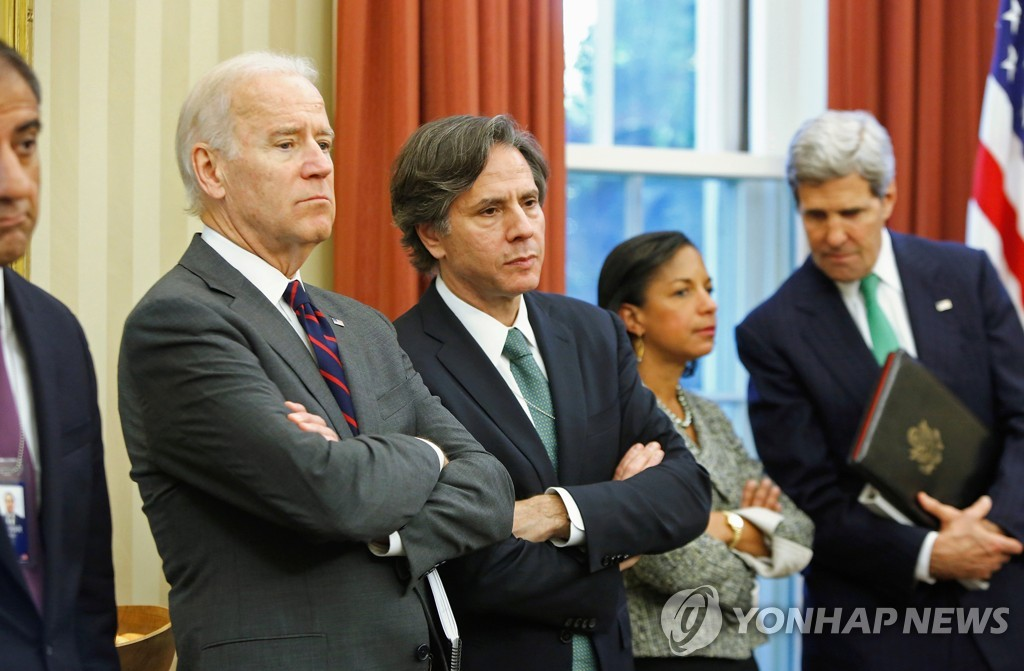 2013년 조 바이든 당시 부통령과 토니 블링컨 당시 국가안보 부보좌관(우측)