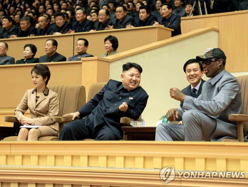 The photo, released by North Korea's official Korean Central News Agency, shows North Korean leader Kim Jong-un (front, second from L) speaking to former NBA star Dennis Rodman (front, R) while watching a friendly basketball game between North Korean players and ex-NBA players in Pyongyang on Jan. 8, 2014. (For Use Only in the Republic of Korea. No Redistribution) (Yonhap)