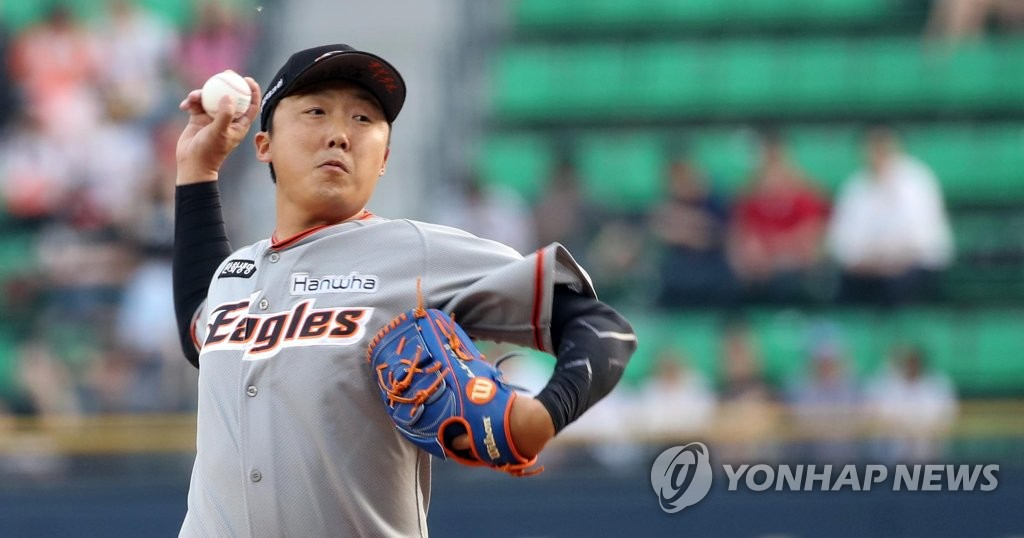 In this file photo from June 5, 2018, Bae Young-soo, then with the Hanwha Eagles, throws a pitch against the LG Twins in a Korea Baseball Organization regular season game at Jamsil Stadium in Seoul. (Yonhap)