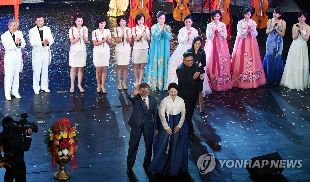 South Korean President Moon Jae-in and first lady Kim Jung-sook wave to the audience after watching an art performance at Pyongyang Grand Theater in the North Korean capital on Sept. 18, 2018. (Joint Press Corps-Yonhap)
