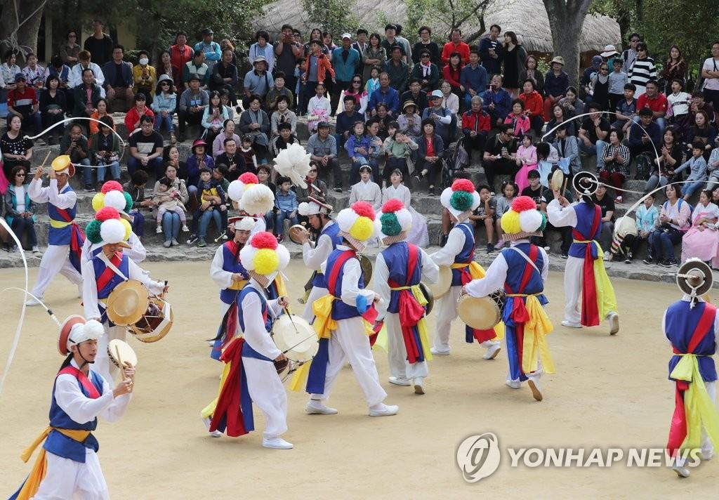 한국민속촌에서 즐기는 흥겨운 농악놀이