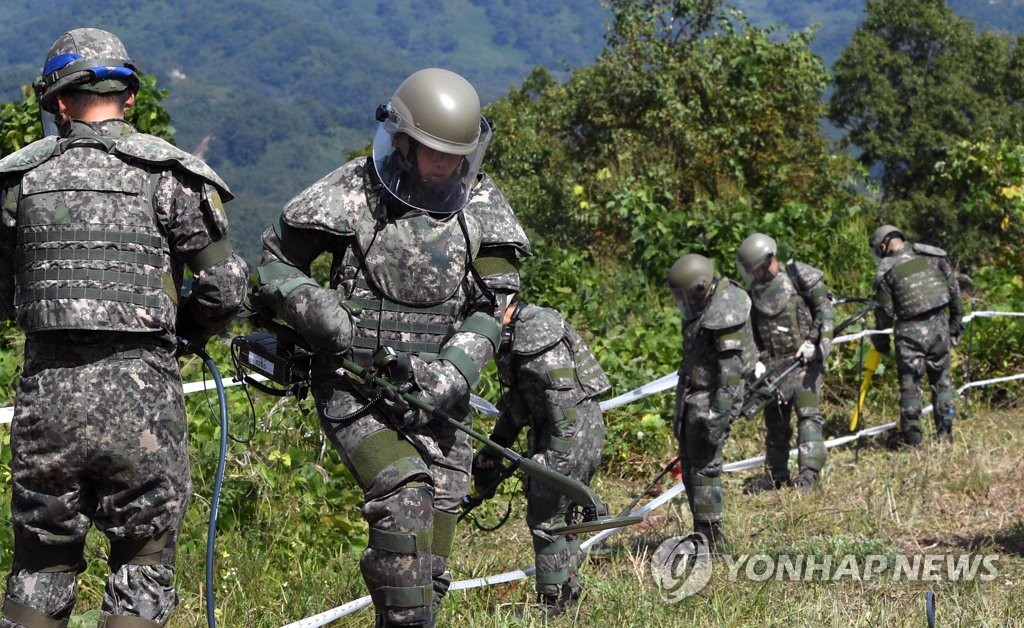 South Korean troops engage in a demining operation in the Demilitarized Zone on Oct. 2, 2018, to pave the way for an inter-Korean project to excavate Korean War remains in this photo provided by the Joint Press Corps. (Yonhap)