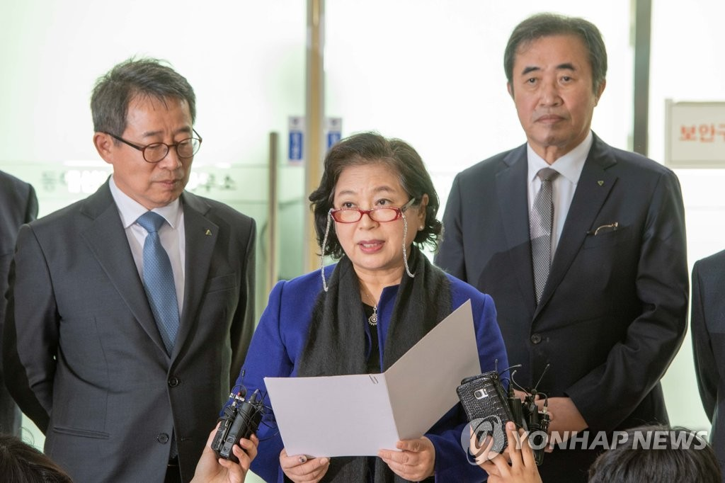 In this photo provided by the town of Goseong, Hyundai Group Chairwoman Hyun Jeong-eun (C) speaks to reporters at the customs, immigration and quarantine (CIQ) office in Goseong after returning from a two-day visit to North Korea to celebrate the 20th anniversary of the now-suspended joint tour program at the North's scenic Mount Kumgang. (Yonhap)