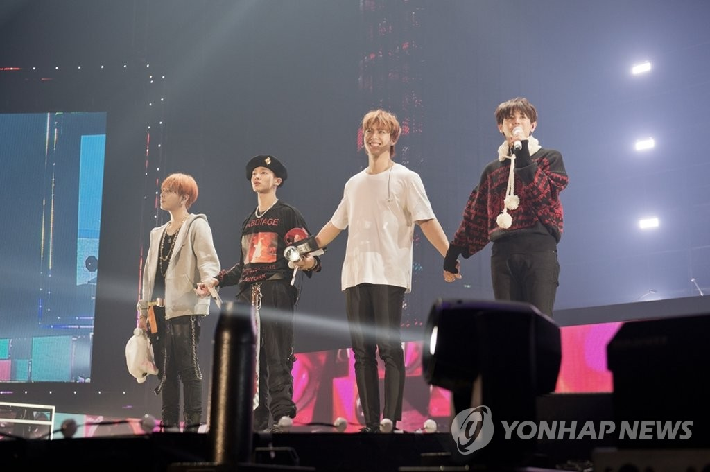 This photo, provided by Around Us, shows boy band Highlight performing at the KSPO Dome during a set of concerts held on Nov. 24-25, 2018, in eastern Seoul before members enlisted in the military. (PHOTO NOT FOR SALE) (Yonhap)