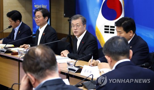 (LEAD) Moon calls for complete overhaul of manufacturing industry