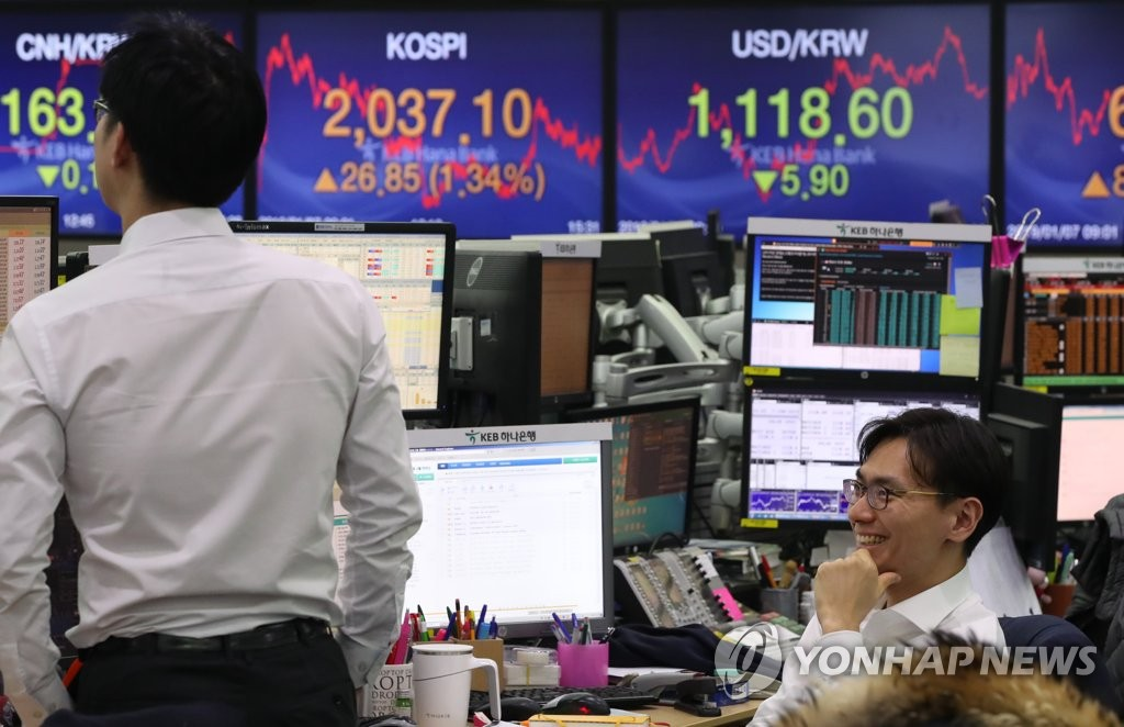 (LEAD) Seoul shares end higher on Fed comments, China monetary easing - 1