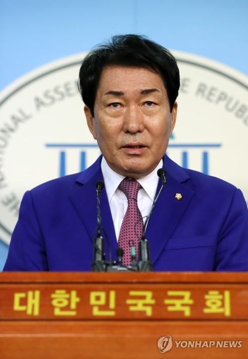 Opposition party's Ahn to run in leadership race