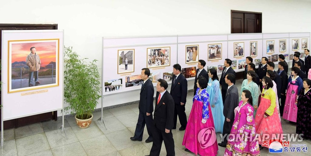 NK photo exhibition on late leader