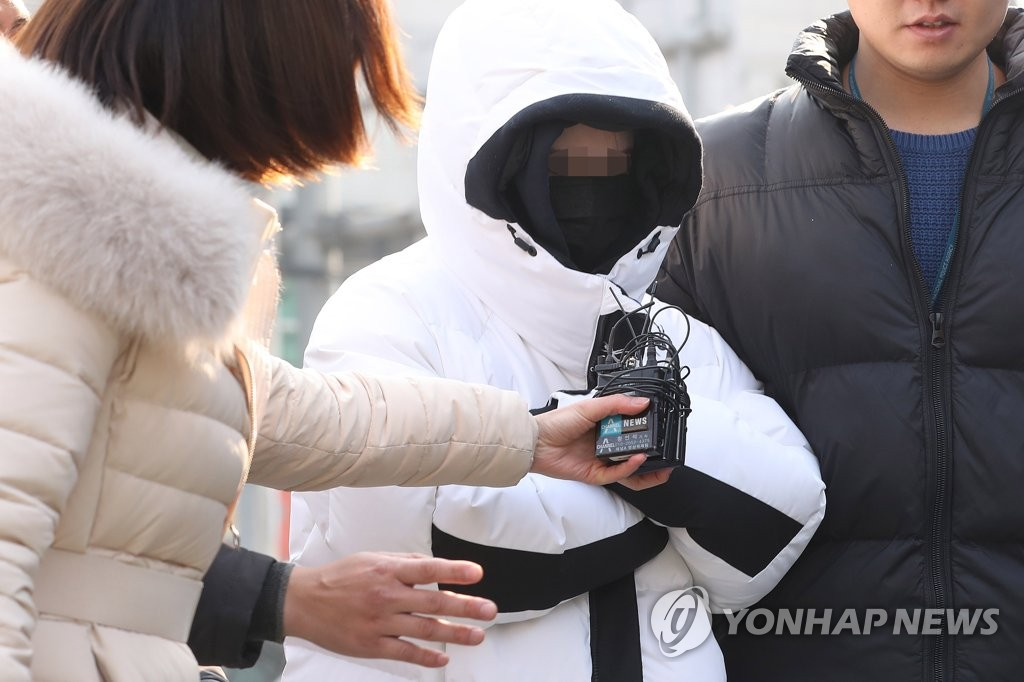 A Chinese woman suspected of illegally providing drugs at Burning Sun, a nightclub in Seoul, appears before the Seoul Metropolitan Police Agency to face questioning on Feb. 16, 2019. (Yonhap)