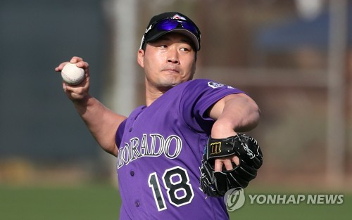 Rockies' Oh Seung-hwan throws a pitch