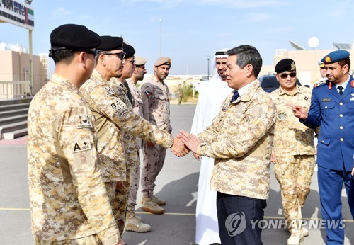 Defense minister visits Korean troops