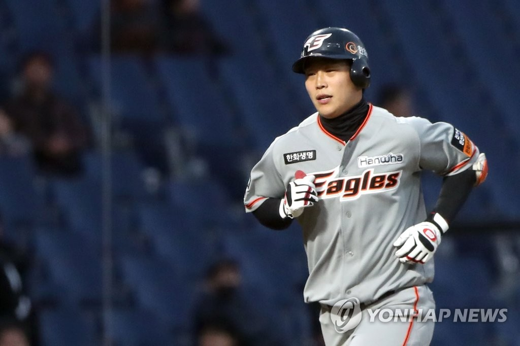Kim Min-ha of the Hanwha Eagles rounds the bases after hitting the first home run at Changwon NC Park in Changwon, 400 kilometers southeast of Seoul, in the top of the second inning of a Korea Baseball Organization preseason game against the NC Dinos on March 19, 2019. (Yonhap)