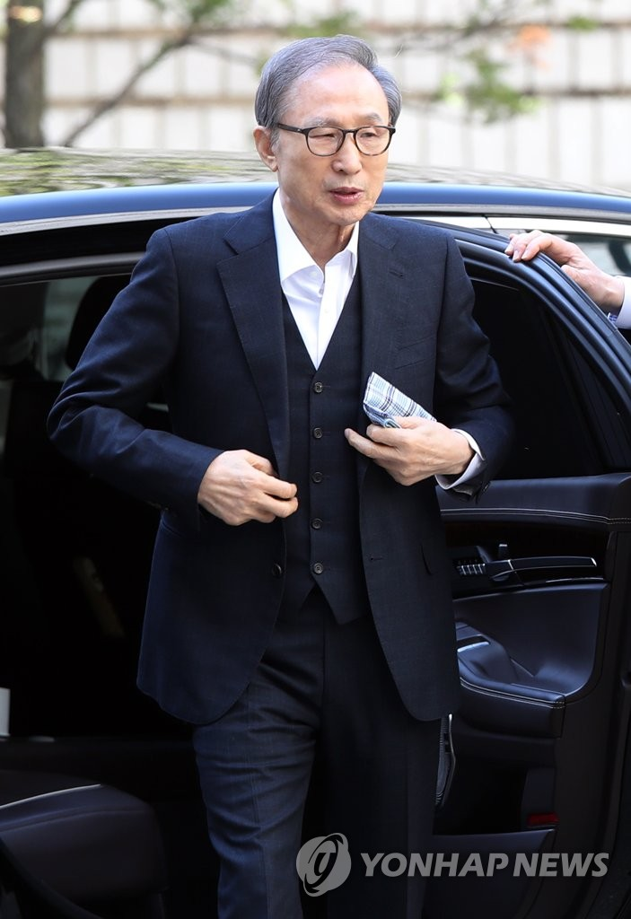 Ex-President Lee at appeals court
