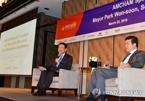 Seoul mayor attends U.S. biz body's luncheon meeting
