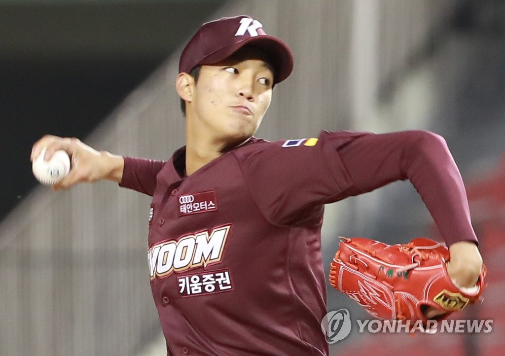 In this file photo from March 28, 2019, An Woo-jin of the Kiwoom Heroes throws a pitch against the Doosan Bears in the bottom of the third inning of a Korea Baseball Organization regular season game at Jamsil Stadium in Seoul. (Yonhap)