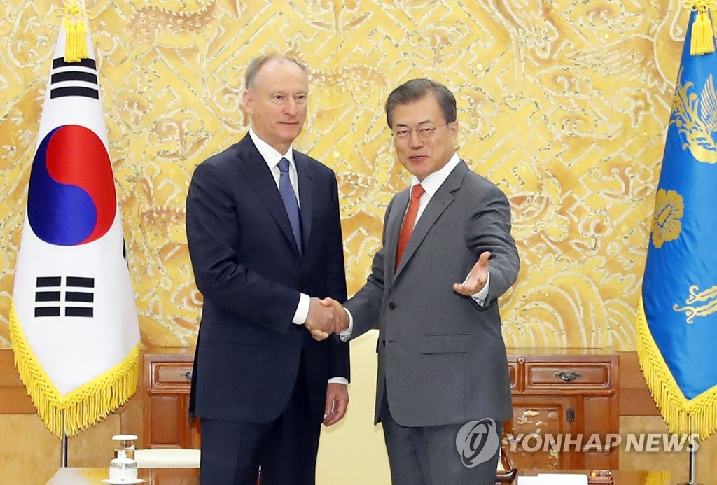 President Moon Jae-in (R) shakes hands with Nikolai Patrushev, secretary of the Security Council of the Russian Federation, at Cheong Wa Dae in Seoul on April 25, 2019. (Yonhap)