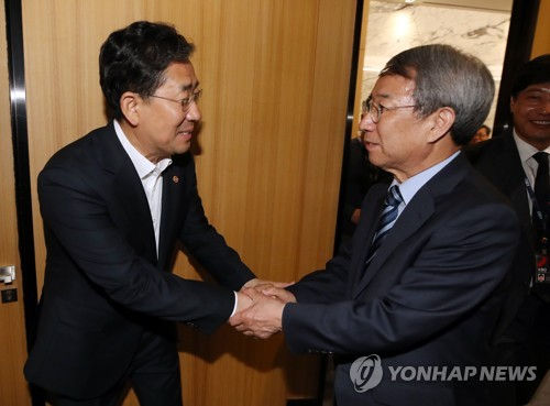 Sports minister meets KBO chief