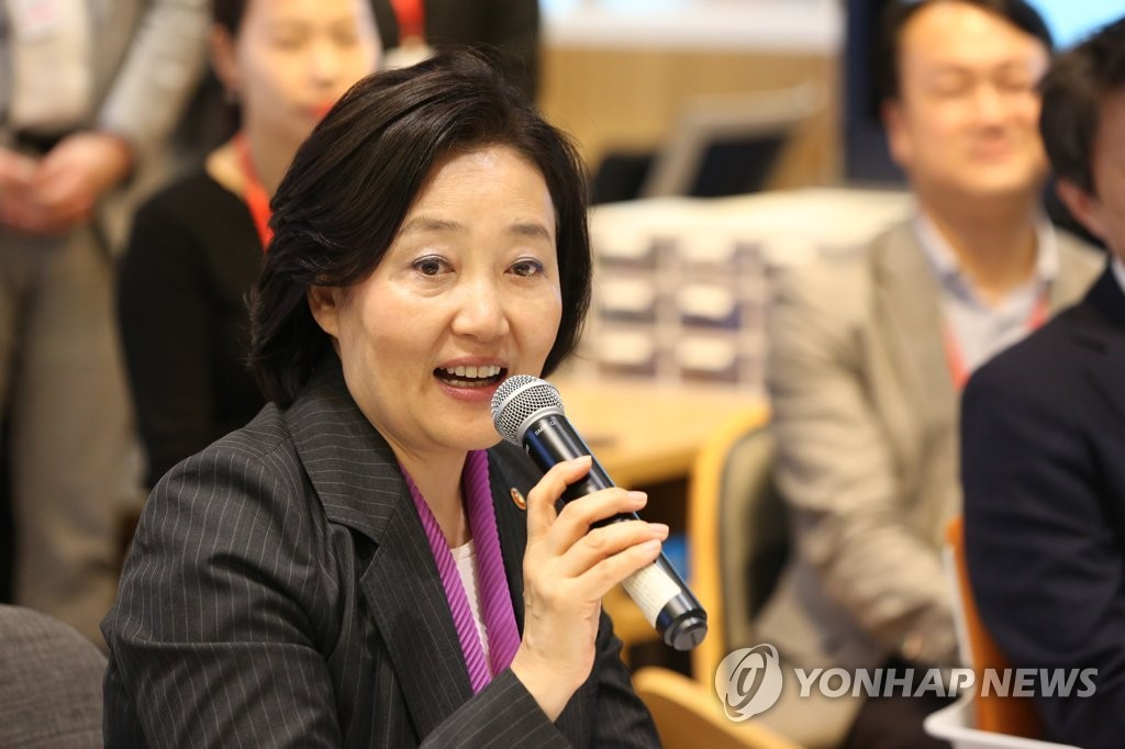 SMEs minister cheers local business owners' trip to Kaesong