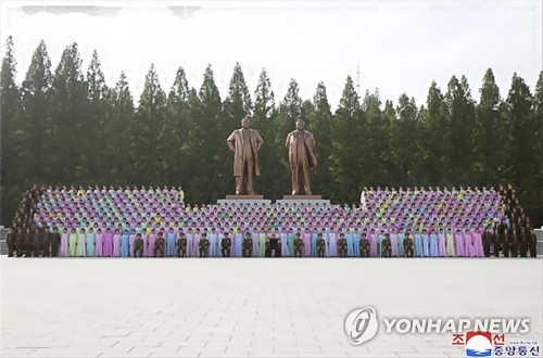 Kim Jong-un meets amateur art groups