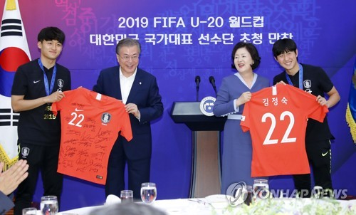 Moon says S. Korea was happy with U-20 World Cup team's achievement