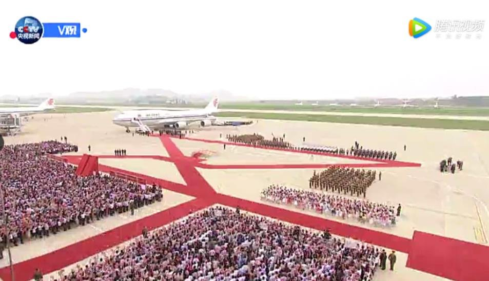 N. Koreans welcoming Xi's arrival in Pyongyang