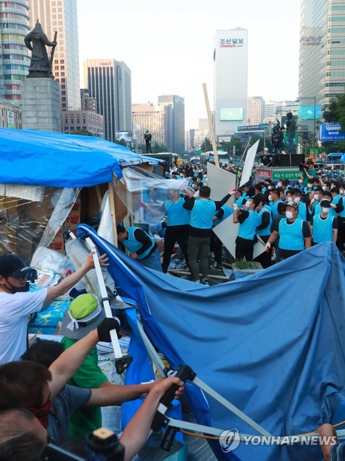 Seoul city removes tents of pro-Park party