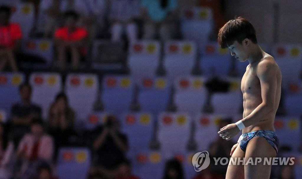 South Korean diver Woo Ha-ram prepares for an attempt in the final of the men's 10m platform at the FINA World Championships at Nambu University Municipal Aquatics Center in Gwangju, 330 kilometers south of Seoul, on July 20, 2019. (Yonhap)