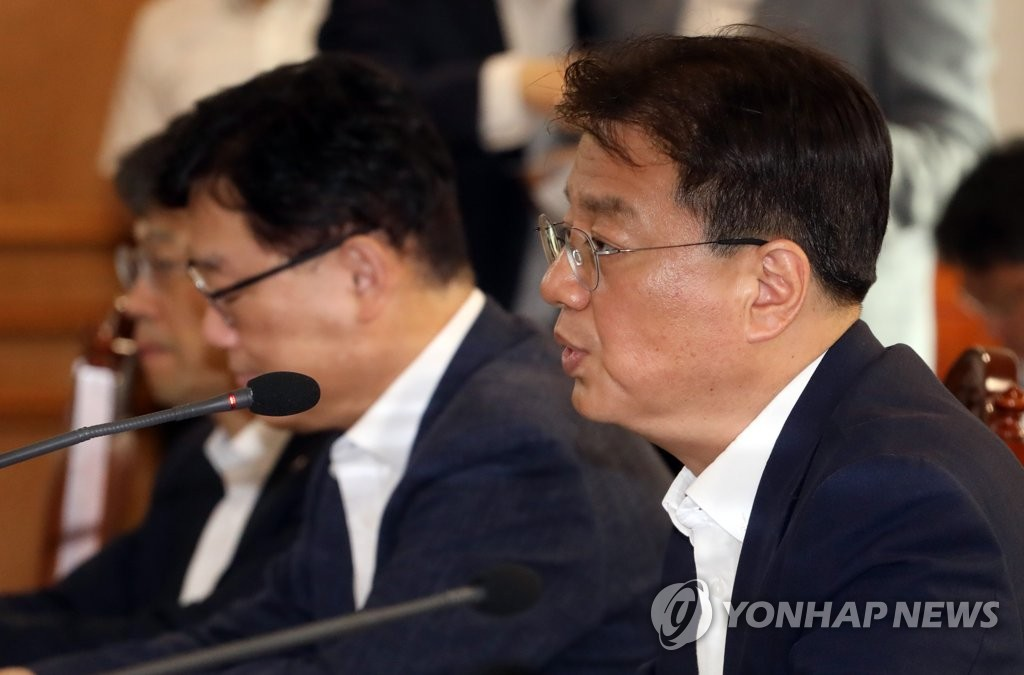 Bang Ki-sun, deputy minister of economy and finance, speaks in a meeting with relevant officials in Seoul on Aug. 6, 2019. (Yonhap)