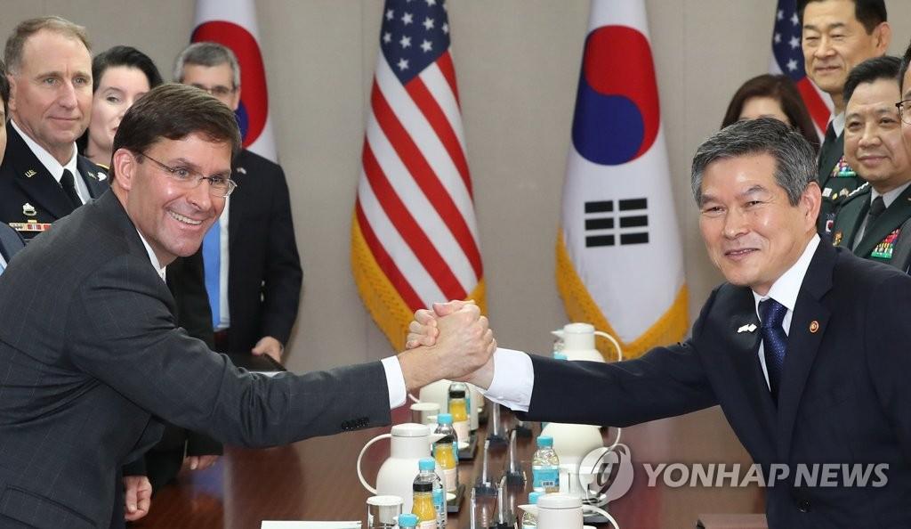 وزيرا دفاع سيئول وواشنطن يدعمان الجهود الدبلوماسية لنزع السلاح النووي - 1
