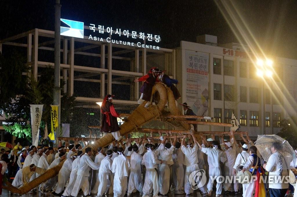 '인간승리' 감동 드라마 연출한 세계 수영인들의 축제 | 연합뉴스