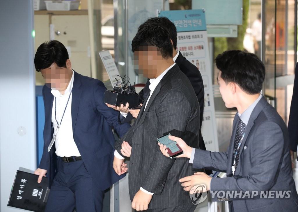 Lee Sang-hoon, the head of private equity fund operator Co-Link PE, attends the hearing for an arrest warrant at the Seoul Central District Court in southern Seoul on Sept. 11, 2019. (Yonhap)