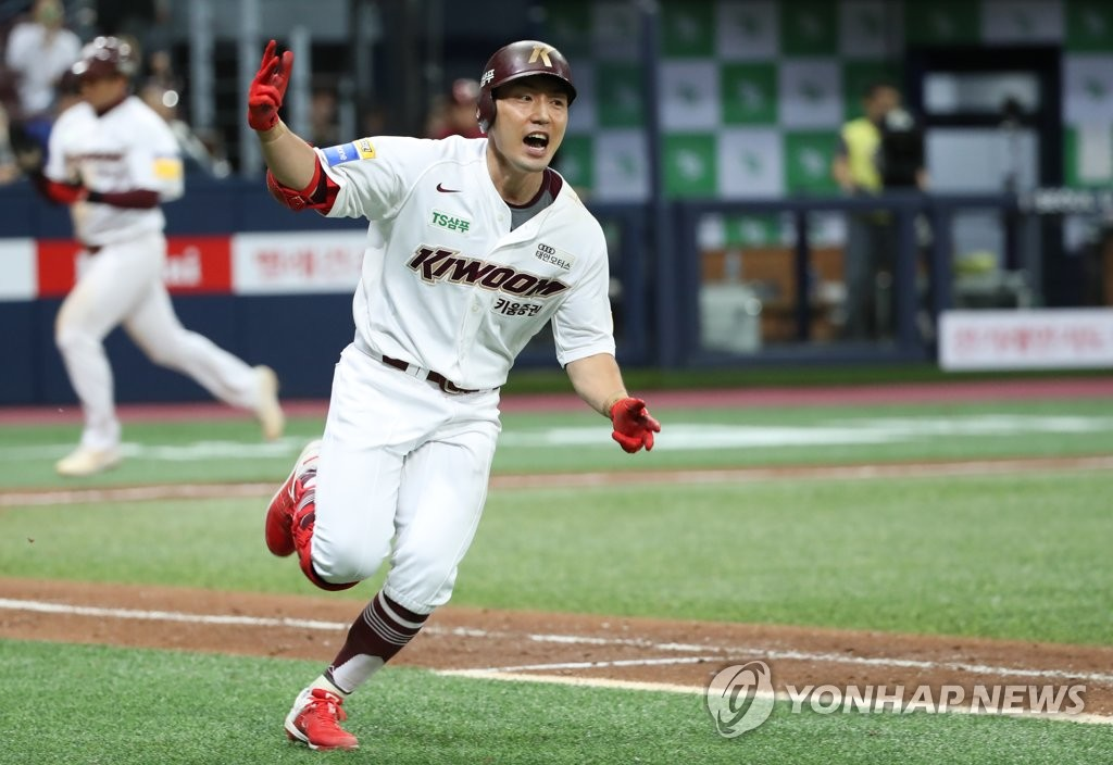 Seo Geon-chang of the Kiwoom Heroes celebrates his game-tying single in the bottom of the ninth inning against the LG Twins in Game 2 of the Korea Baseball Organization first round playoff series at Gocheok Sky Dome in Seoul on Oct. 7, 2019. (Yonhap)
