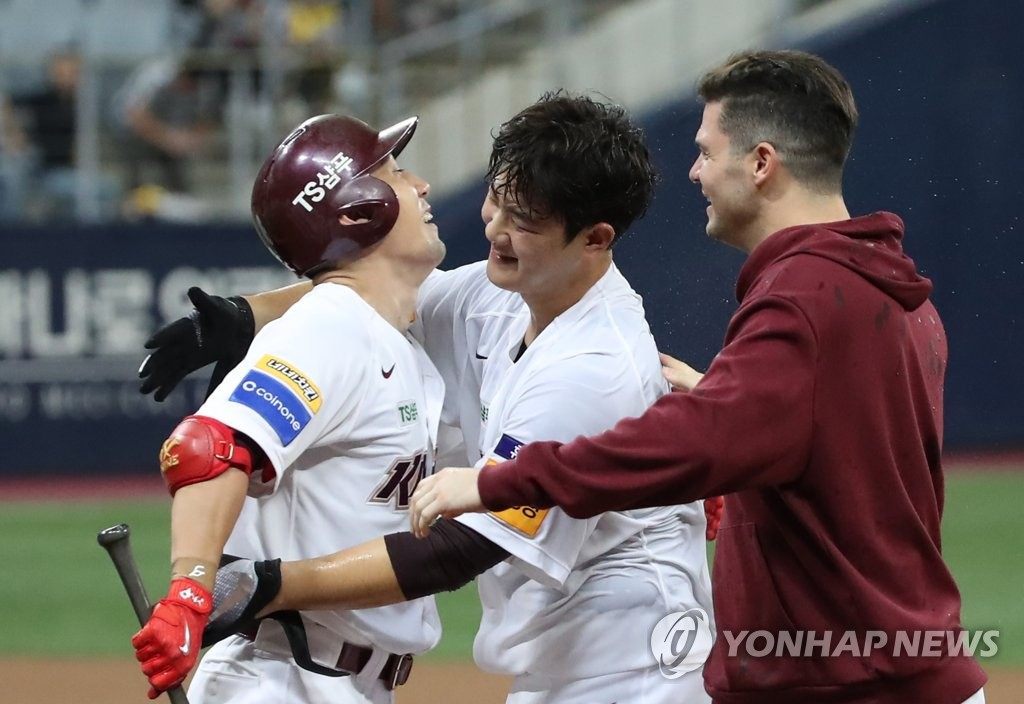 From left: Seo Geon-chang, Joo Hyo-sang and Jake Brigham for the Kiwoom Heroes celebrate their 5-4, extra-inning victory over the LG Twins in Game 2 of the Korea Baseball Organization first round playoff series at Gocheok Sky Dome in Seoul on Oct. 7, 2019. (Yonhap)