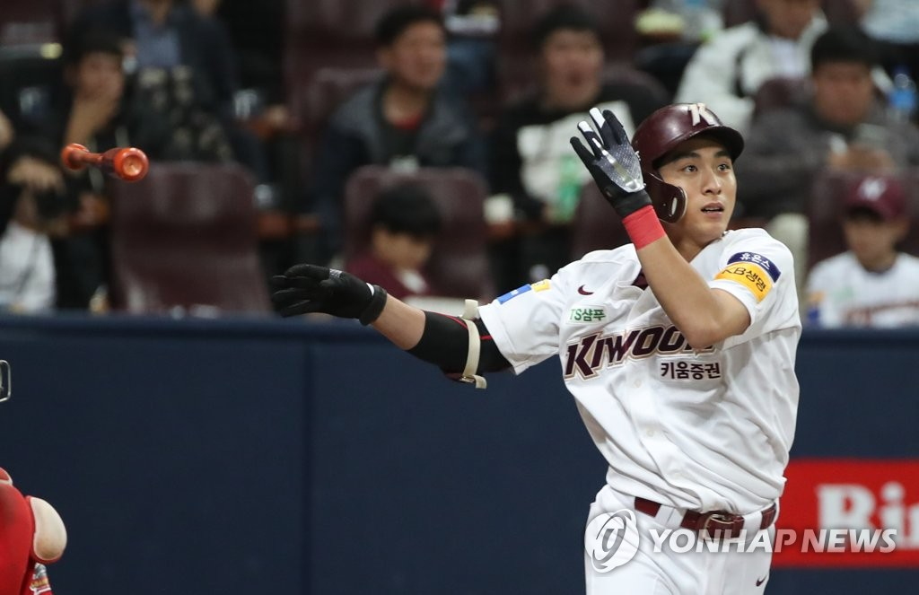 Lee Jung-hoo of the Kiwoom Heroes hits a two-run double against the SK Wyverns in the bottom of the third inning of Game 3 of the second round Korea Baseball Organization playoff series at Gocheok Sky Dome in Seoul on Oct. 17, 2019. (Yonhap)