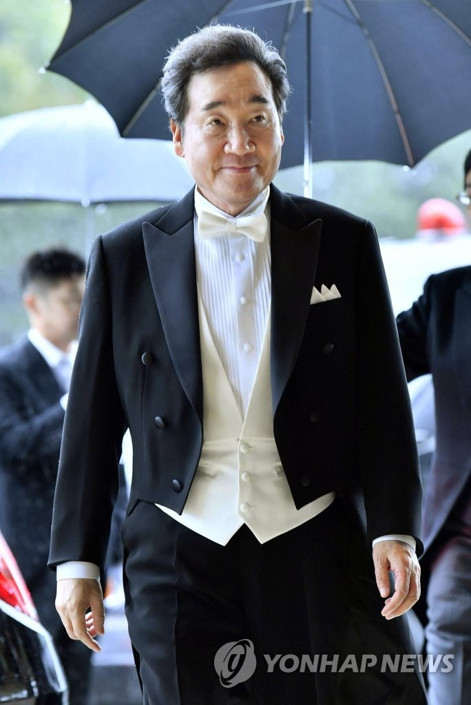 This photo, provided by Japan's Kyodo News on Oct. 22, 2019, shows South Korean Prime Minister Lee Nak-yon moving to attend the Japanese emperor's enthronement ceremony. (PHOTO NOT FOR SALE) (Yonhap)