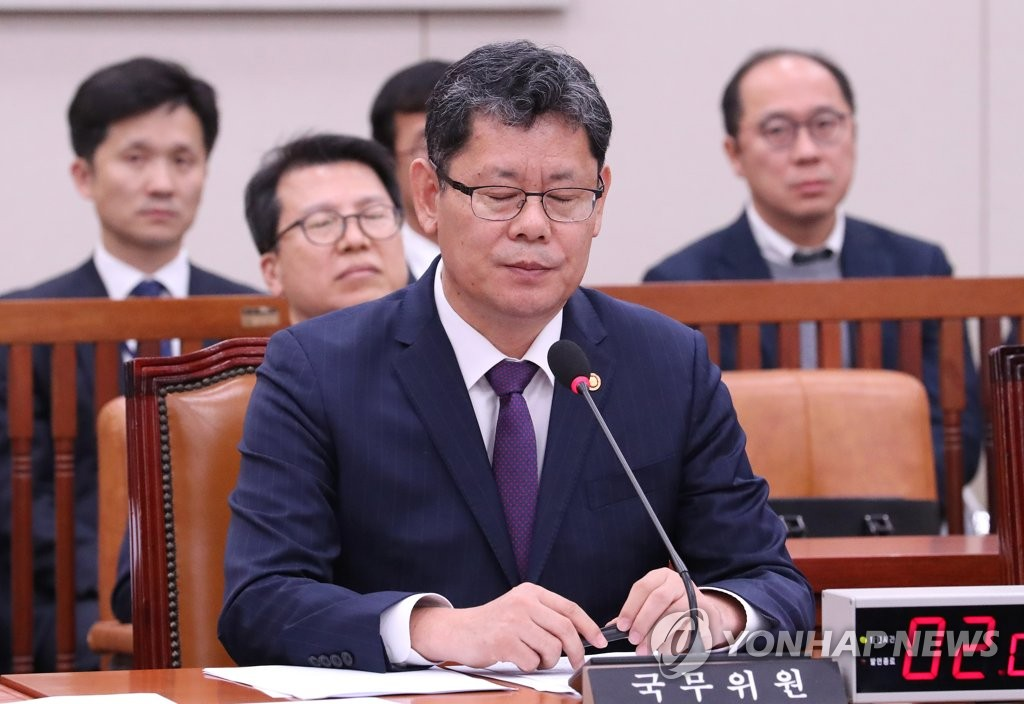 Unification minister at parliament