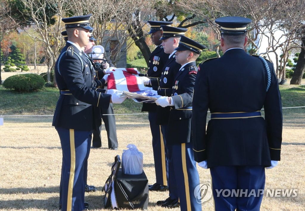 A burial ceremony for Kurt Dressler, a U.S. veteran of the 1950-53 Korean War, is held in the southern port city of Busan on Nov. 30, 2019. (Yonhap)