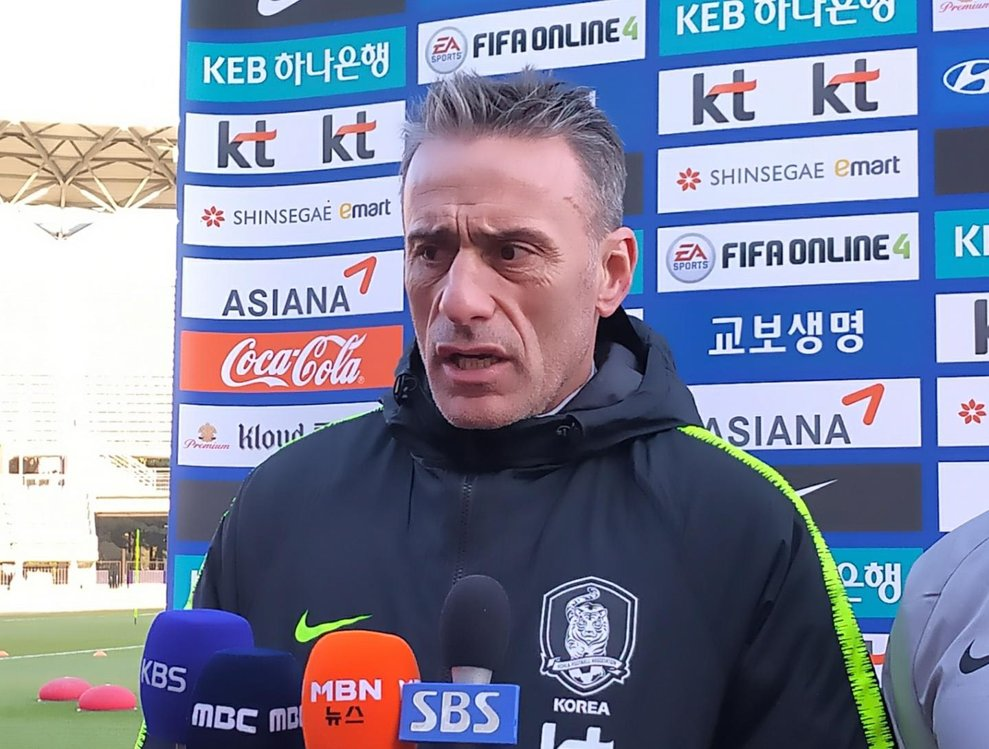 Paulo Bento, head coach of the South Korean men's national football team, speaks to reporters before practice at Ulsan Stadium in Ulsan, 400 kilometers southeast of Seoul, on Dec. 5, 2019. (Yonhap)