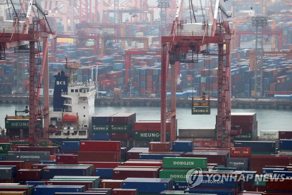 The photo, taken Jan. 1, 2020, shows rows of export containers waiting to be loaded onto ships at South Korea's largest seaport in Busan, 450 kilometers south of Seoul. South Korea reported a 10.3 percent on-year drop in exports in 2019, the largest on-year decline since 2009. (Yonhap)