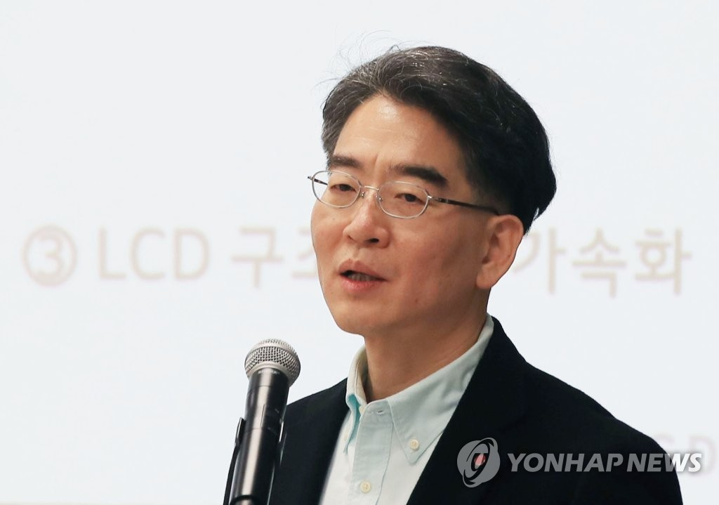 LG Display CEO Jeong Ho-young speaks at a press conference in Las Vegas, Nevada, on Jan. 6, 2020, one day ahead of the opening of the Consumer Electronics Show. (Yonhap)