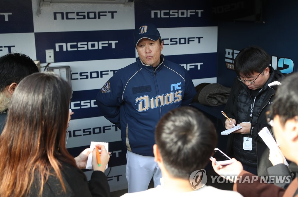 Lee Dong-wook (C), manager of the NC Dinos, speaks with reporters in the dugout at Changwon NC Park in Changwon, 400 kilometers southeast of Seoul, on Jan. 8, 2020. (Yonhap)