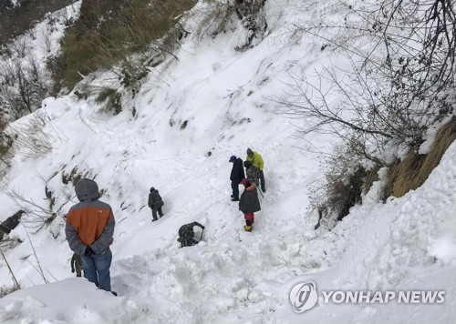 Search operations for S. Koreans missing in Himalayas suspended due to bad weather
