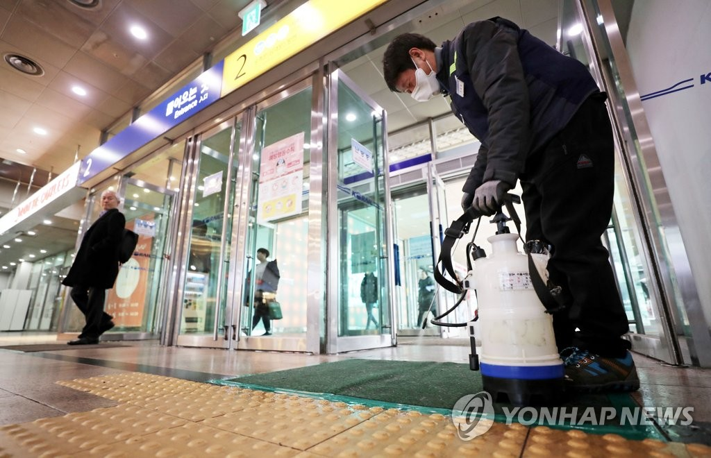 A Korea Railroad Corp. employee disinfects part of Seoul Station on Jan. 27, 2020. South Korea's public health protection agency reported the fourth confirmed Wuhan coronavirus case in the country on the day. (Yonhap)