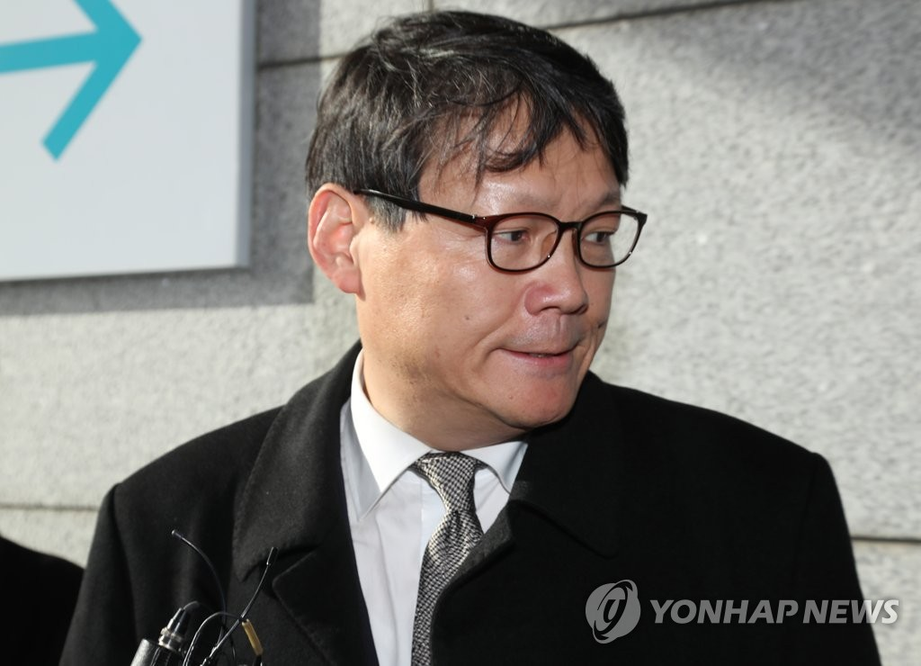 Lee Gwang-cheol, Cheong Wa Dae secretary for civil affairs, appears at the Seoul Central District Prosecutors Office on Jan. 29, 2020. (Yonhap)