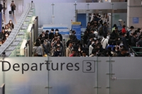 (3rd LD) 15 countries tighten travel restrictions on S. Korea as new coronavirus cases spike