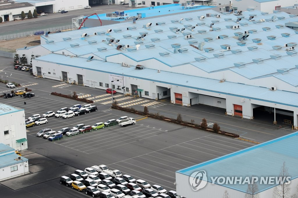 A Kia Motors Corp. plant in Gwangju, some 330 kilometers south of Seoul, is quiet in this file photo taken on Feb. 11, 2020, as its operation was temporarily suspended due to a shortage of parts from China amid the coronavirus crisis. (Yonhap)