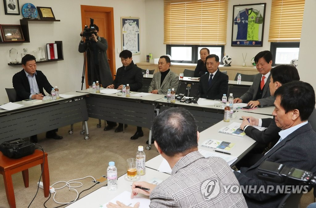 In this file photo from Feb. 21, 2020, K League officials and representatives from the 12 clubs in the top-flight K League 1 attend a meeting at the league headquarters in Seoul to discuss fixture changes in response to a surge in COVID-19 cases in Daegu and North Gyeongsang Province in the southeastern part of the country. (Yonhap)