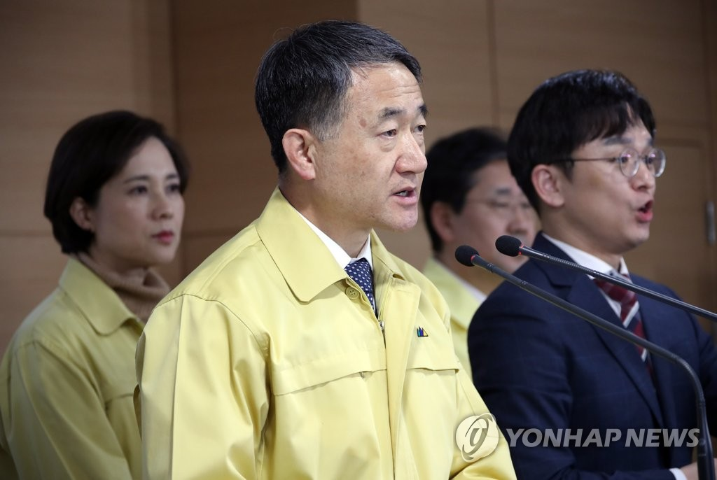 Health and Welfare Minister Park Neung-hoo speaks during a press meeting held in Seoul on Feb. 23, 2020. (Yonhap)